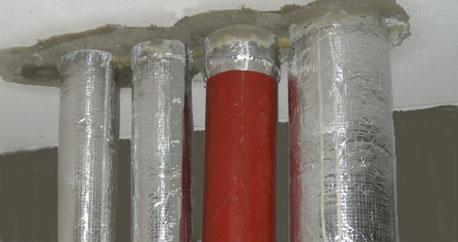 Gussrohr DN 100 mit UBA-UNI Abschottung für Metallverbundrohr und Edelstahlrohr nach dem Deckenverguss